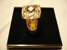 Silberring - Vergoldet  Mit Großen Facinierten Stein Und Je Seite 7 Kl. Steine (674) - Ringe