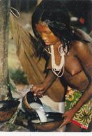 CPSM GUYANE N° 7987 Prépartion Du Repas Erotisme Nude Nu Ethnologique Nu Féminin Eros Curiosa Risque - Guyane