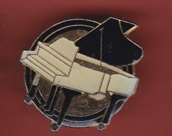 54735-Pin's.Piano . - Music