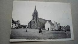 Guerlesquin L'église Et La Place Du Marché - Guerlesquin