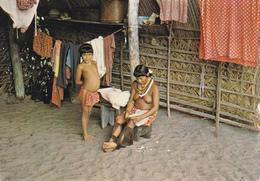CPSM GUYANE N° 6 Awara Intérieur Case Indienne Indian Erotisme Nude Nu Ethnologique Nu Féminin Eros Curiosa Risque Girl - Guyane