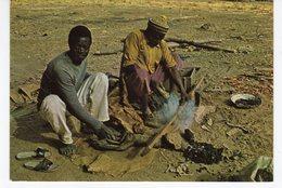 REPUBLIQUE DU MALI LE FORGERON DE LA PLACE. - Mali