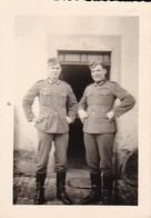 Foto 2 Deutsche Soldaten - 1940 - 8*5,5cm  (37632) - Krieg, Militär