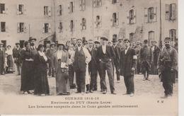 43 - LE PUY - LES INTERNES SUSPECTS DANS LA COUR GARDES MILITAIREMENT - Le Puy En Velay