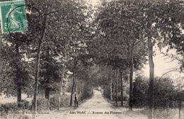 1643 - Cpa 17 Archiac - Avenue Des Platanes - Frankrijk