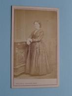 DAME - FEMME - FRAU - WOMAN ( Old / Vieux CDV Photo : STALINS & JANSSENS Anvers Belgique ) +/- 1900 ! - Photos