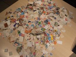 Vrac De Timbres Du Monde - 760g (estimation 12 000 Timbres, Plus De 10 000 Certainement) - Stamps