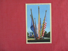 George Washington Statue Seen Thru Garland Of Flags    1939 NY Worlds Fair     New York > New York City     Ref 3074 - Exhibitions