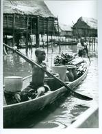 Photo Bénin. Ganvié, Village Des Pêcheurs Toffins Sur Le Lac Nokoué . 1980. Photo Du Père Gust Beeckmans - Afrique