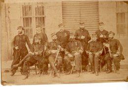 GROUPE De MILITAIRES En UNIFORME Posant Pour Une Photo - War, Military