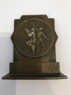 Médaille Bronze. Commune De Koekelberg à L'Amicale Police Koekelberg Championne De Belgique Basket 1954-1955. Sport. - Professionals / Firms
