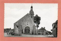 CPSM Dentelée - VINNEUF (89) - Aspect De La Place De L'Eglise Et Du Monument Aux Morts Dans Les Années 50 - Other Municipalities