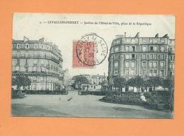 CPA  - Levallois Perret  - Jardins De L'Hôtel De Ville , Place De La République - Levallois Perret