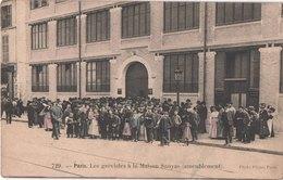 FR75 PARIS - 729 - Colorisée - Les Grévistes à La Maison SANYAS Ameublement - Animée - Belle - Other