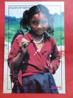 Népal  Visages      Jeune Fille à L'avenir Radieux - Népal
