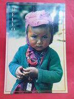 Népal  Visages    Une Jeune Curieuse De Helambu Dans Le Langtang - Népal