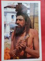 Népal  Visages   Un Sadhu Planant - Népal