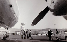 AVIATION CIVILE - AVION Sur AÉROPORT - À IDENTIFIER ! / AIRPORT - TO BE IDENTIFIED ! - REAL PHOTOGRAPH ~ 1960 (aa208) - 1946-....: Ere Moderne