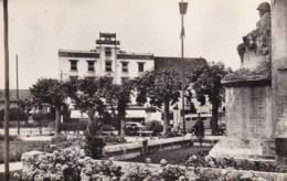 La Tour Du Pin - 38 - Monument Aux Morts Et Champ De Mars.. - La Tour-du-Pin