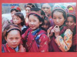 Népal   Visages Petites Filles Du Langtang Dans Leurs Plus Beaux Atours - Népal
