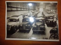 Photo De Voitures Fabriquées Aux USA  Pour Exportation à Colombo, En Suède Et En Belgique. Copyright FOX PHOTOS LTD - Cars