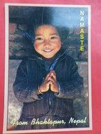 """Népal """" Namaste""""( Bienvenue) Petite Fille   Newari De Bhaktapur  Au Chaud Sourire - Népal"""
