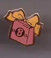 Pin's  Paquet Cadeau De Marque B à Identifier Réf 1017 - Non Classés