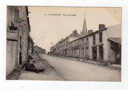 Nov18      4983009    La Plaine  Rue Principale - France