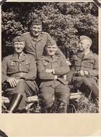 Foto 4 Deutsche Soldaten Im Grünen - Luftwaffe - 2. WK - 9,5*8cm  (37645) - Krieg, Militär