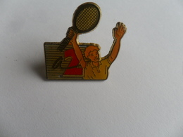 ANCIEN PIN'S  / CHAINE TV / ANTENNE 2 / SPORT - Pin's
