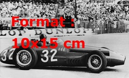 Reproduction D'une Photographie Ancienne Du Pilote Juan Manuel Fangio Dans Sa Maserati 250F Au Grand Prix De Monaco 1957 - Reproductions