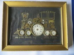 Petit Tableau Locomotive Américan Dakota 1857 Fabriquée Avec Pièces De Montre Détachée Et Collée Signé Kersh Of London - Altre Collezioni