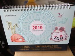Calendrier Horoscope Chinois 2019 Année Du Cochon à Spirale à Poser Sur Son Socle Belle Illustration  Format 22/20 Cm - Calendars