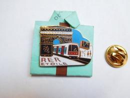 Superbe Pin's En EGF , Transport Bus ,  RATP , METRO , RER Etoile , Signé Balthaz'Art - Transportation