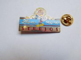 Superbe Pin's En EGF , Disney , Cinéma , Studios MGM - Films