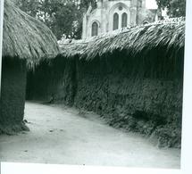 Photo Bénin. Ouidah Temple Des Pythons Au Pied De La Cathédrale 1980. Photo Du Père Gust Beeckmans. - Africa