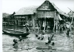 Photo Bénin. Ganvié, Village Lacustre Des Toffins Sur Le Lac Nokoué 1980. Photo Du Père Gust Beeckmans. - Afrique