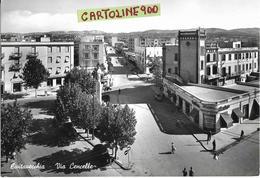 Lazio-civitavecchia Via Cencelle Veduta Panoramica Via Dall'alto Negozi Persone Auto Epoca Animata Anni 50/60 - Civitavecchia