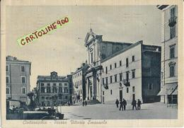 Lazio-civitavecchia Piazza Vittorio Emanuele Anni 40 Differente Veduta Piazza Chiesa Persone Auto Epoca Animata - Civitavecchia