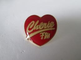 PIN'S    CHERIE FM - Medias