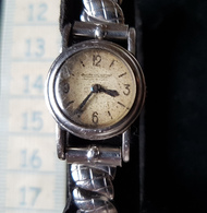Ancienne Petite Montre A Remontoir(au Dos) Jaeger Lecoultre, En Acier, A Restaurer - Watches: Old