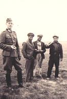 Photo  , WW2 , Prisonniers  , Coloniaux , Prisonnier , Colonial , Sénégalais , Le Havre , 1943 . - Places