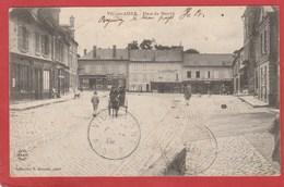 CPA: Vic Sur Aisne (02) Place Du Marché - Vic Sur Aisne