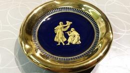 Italiaans Porseleinen Kobalt Blauw Asbakje Met Vergulde Romeinse Versiering - Céramiques