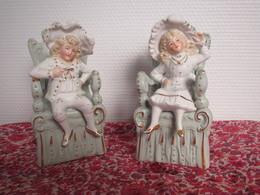 Superbe Petit Couple De Marquis Deux Sujets Numérotés 4417 Porcelaine Avec Dorure époque 19ème Bibelot - Sculptures
