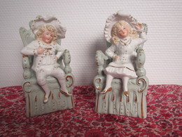 Superbe Petit Couple De Marquis Deux Sujets Numérotés 4417 Porcelaine Avec Dorure époque 19ème Bibelot - Sculture