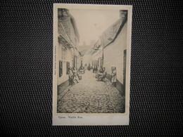 Ypres  ( Ieper)  :  Vieille Rue  - Dentellière - Ieper