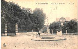 LE VESINET .... PLACE DE LA FONTAINE - Le Vésinet