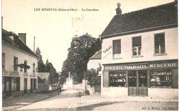 LES MESNULS ... LE CARREFOUR ... EPICERIE BREUIL - France