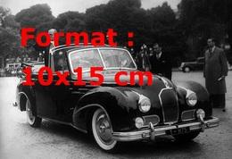 Reproduction D'une Photographie Ancienne Du Président De La République Vincent Auriol Dans Une Talbot Lago à Paris 1949 - Reproductions